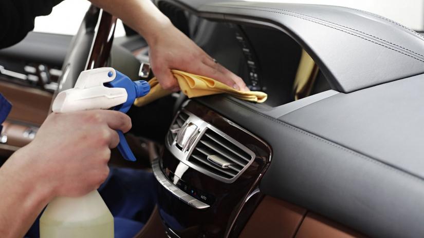 Limpeza do ar-condicionado do carro